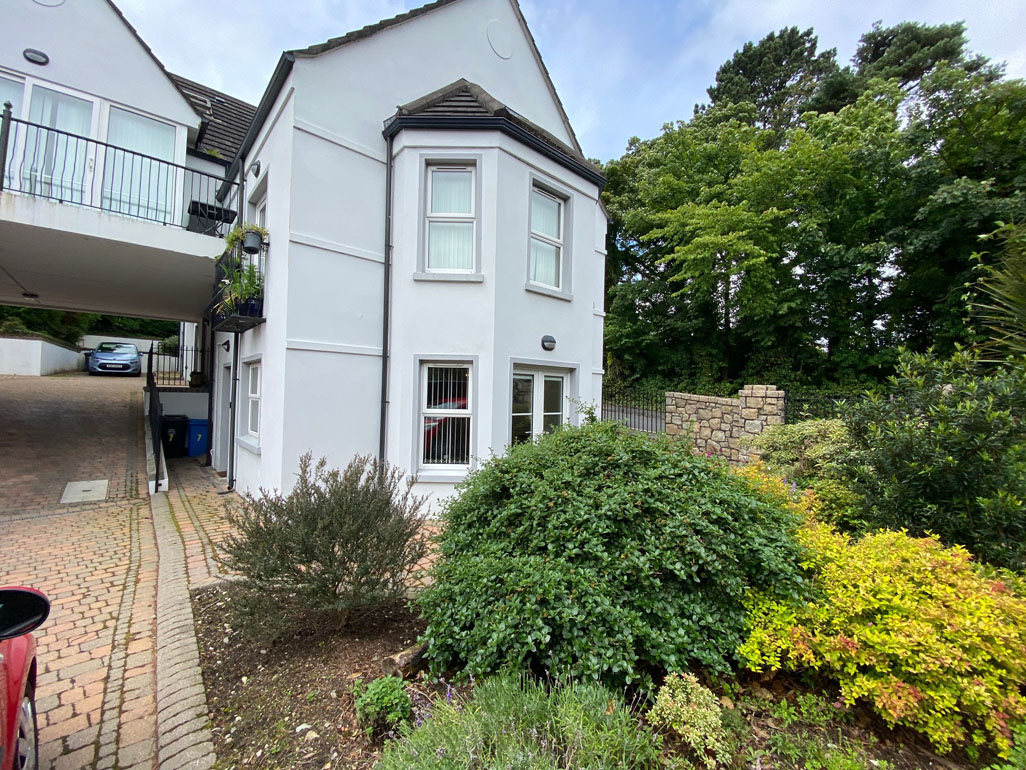 7 Apiary Court, Self Catering, Newcastle Co Down.